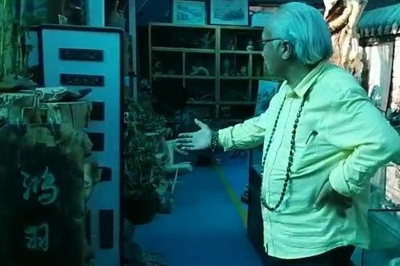 国际陨石形象大使马学珍莅临宁夏银川北塔巷文玩市场