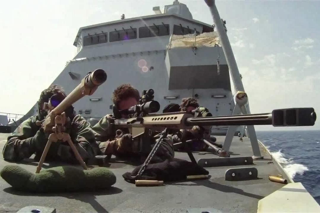 决不妥协!面对海盗美军3狙击手同时开枪,3名海盗瞬间被爆头