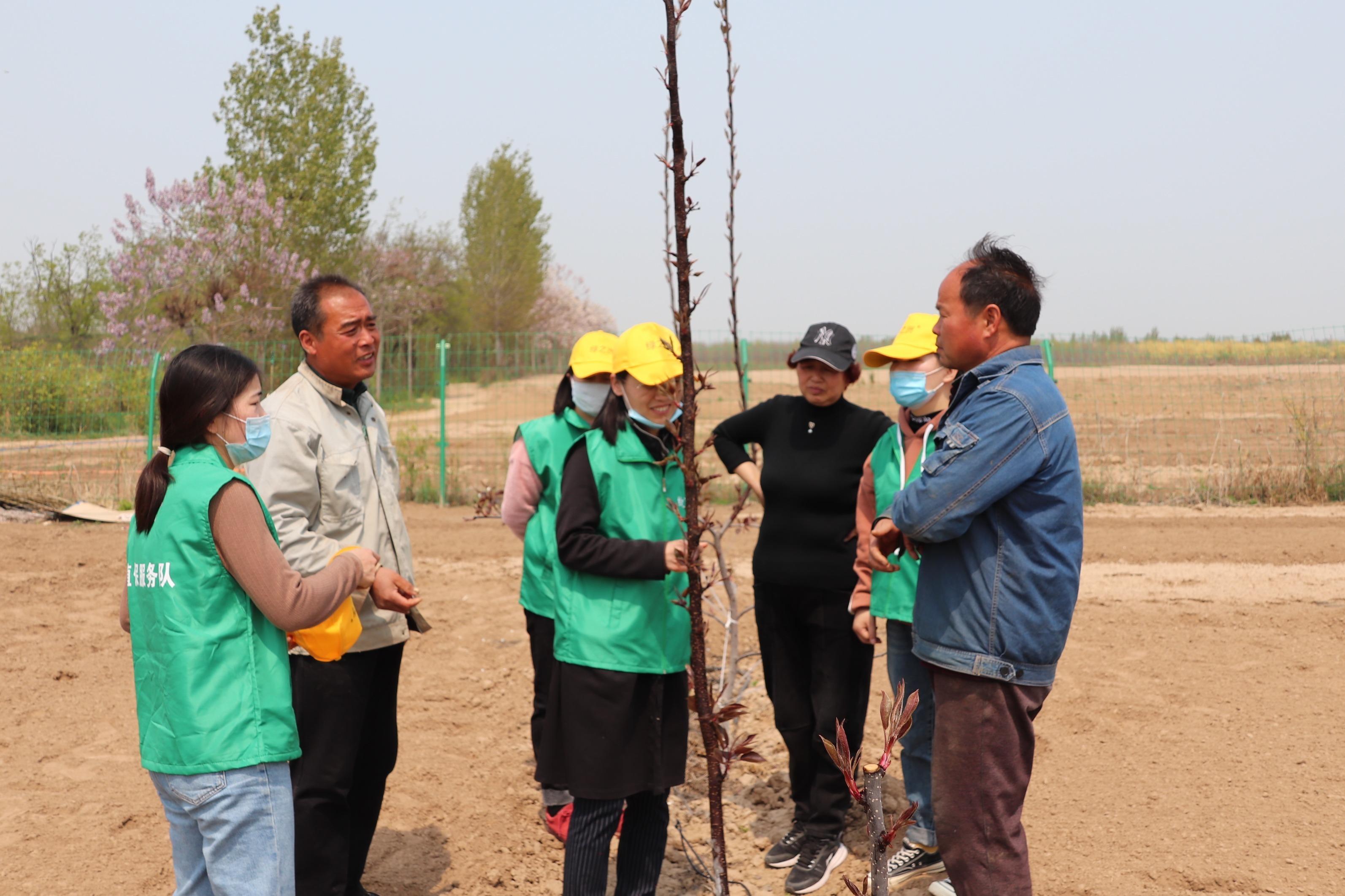 绿之洲植保服务队走进温县百果园