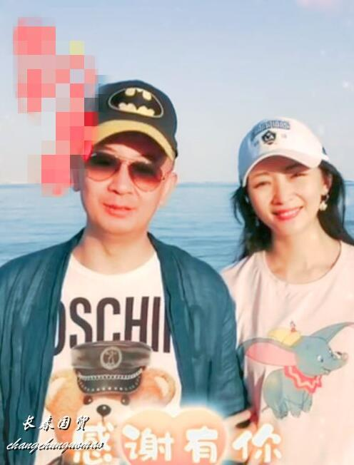 44岁黄海波近照曝光,与妻子同框出镜大秀恩爱(图)