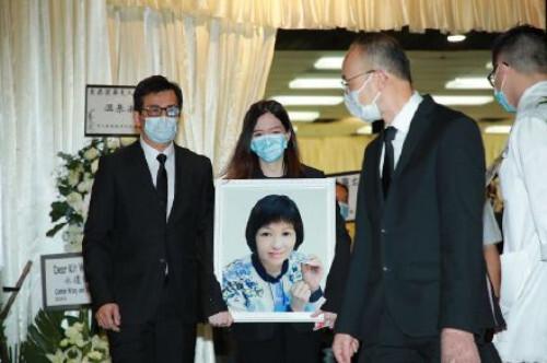 黄日华太太今日出殡 曾志伟、苗侨伟等好友现身悼念