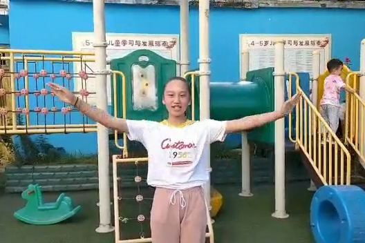 重庆市云阳县小学开展《让孝心回家》孝心体操学习活动