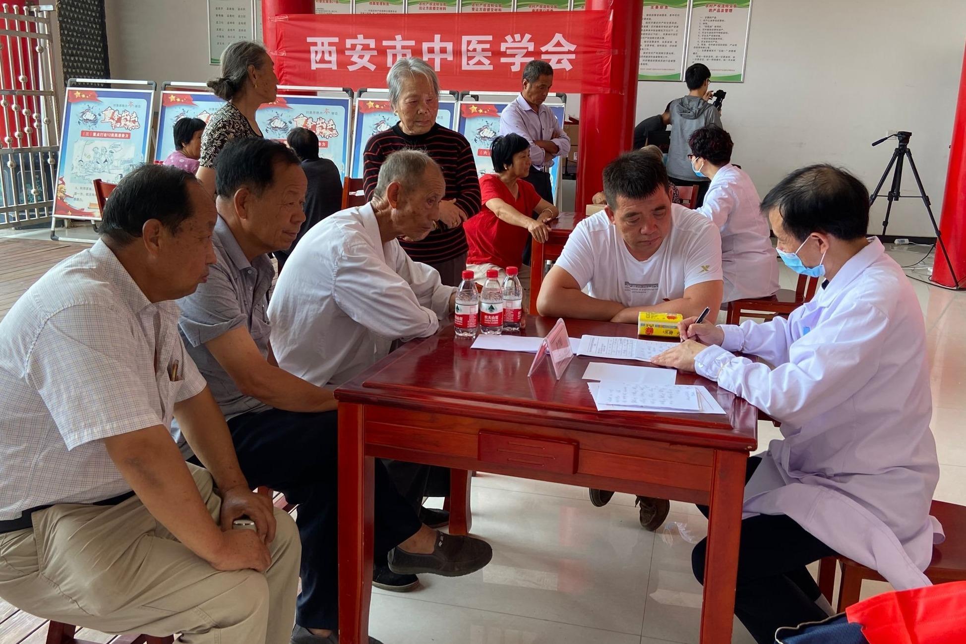 健康扶贫,西安市科协、中医学会专家、教授小孟家村义诊