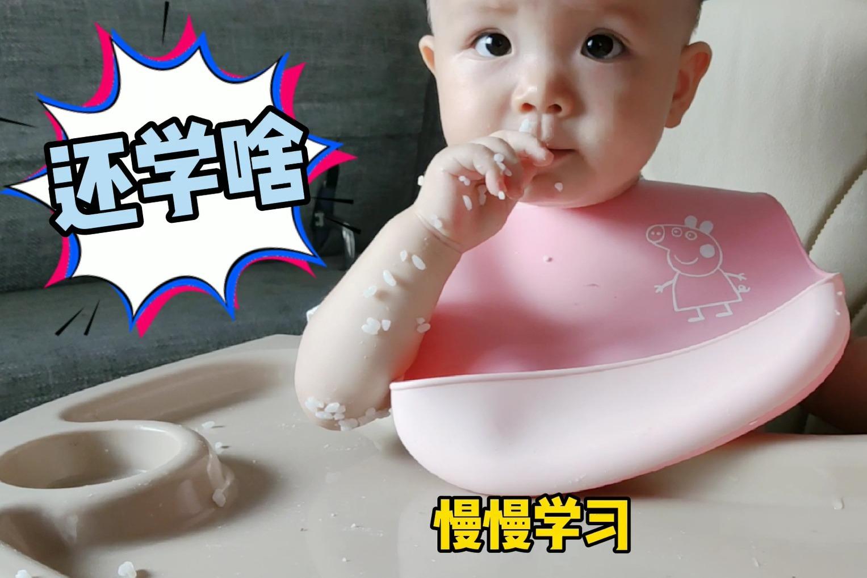 10个月宝宝第一次自主进食,场面惨不忍睹,爸爸直呼这不是亲生的