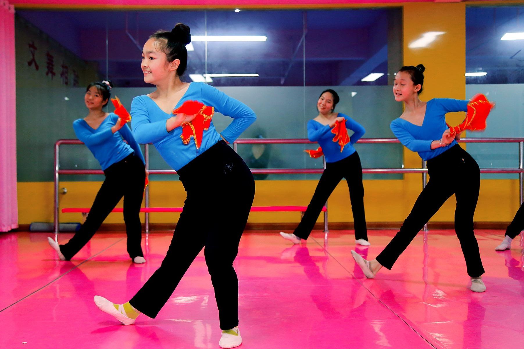 平凉红舞鞋少儿艺术中心表演《采蘑菇的小姑娘》舞蹈