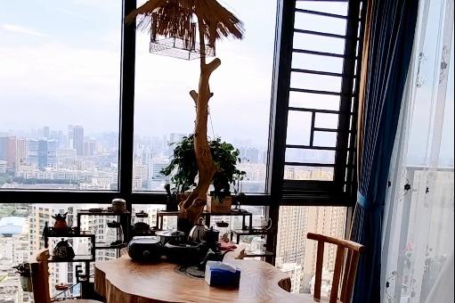 阳台太大怎么办?封起来做个茶室,一人一杯一茶壶一心一意一红颜