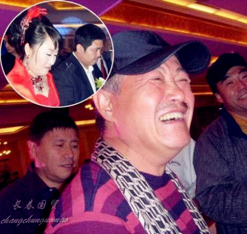 赵本山与11岁外孙罕见同框 孩子帅气,已成小童星