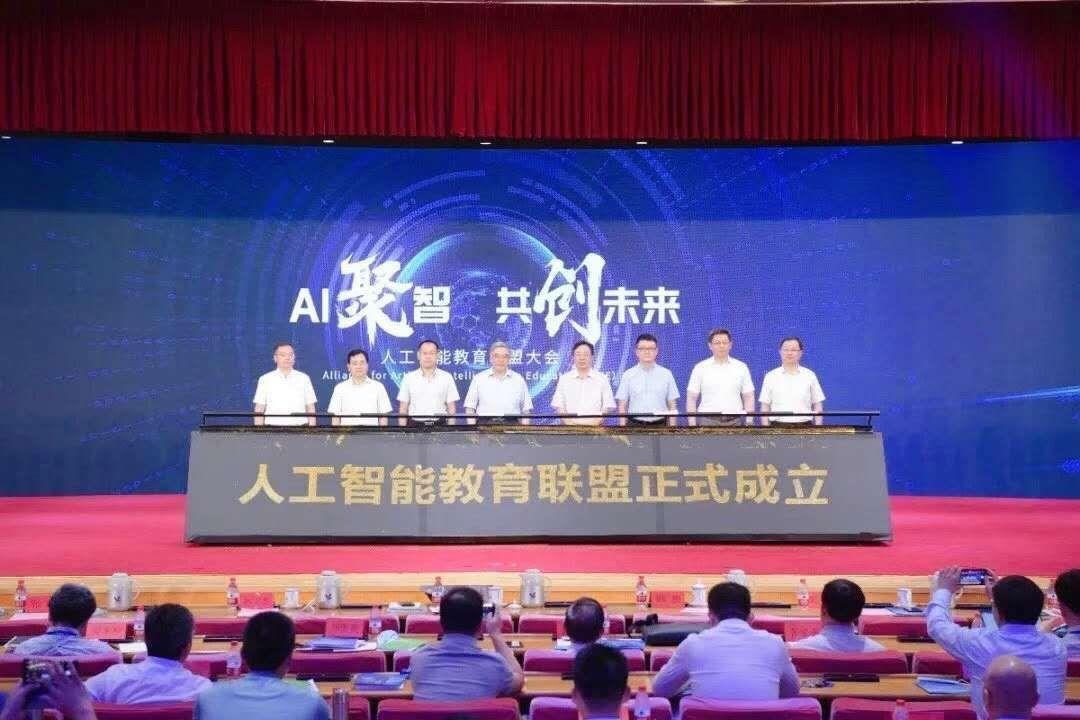 """多方联手,青岛""""领跑""""人工智能基础教育"""