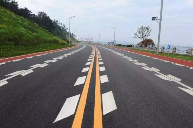 你知道哪些交通标线是高速公路上特有的吗?