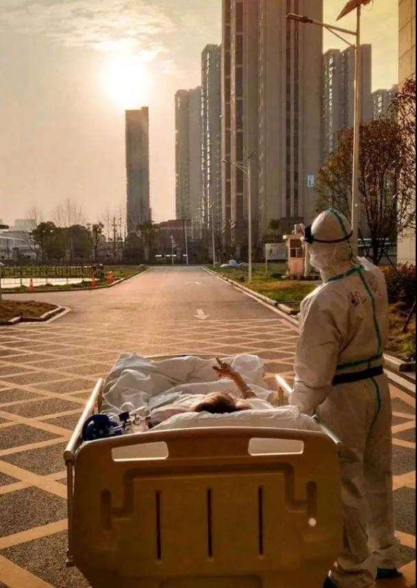87岁病人与援鄂医生看《夕阳余晖》!