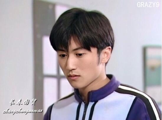 谢霆锋18岁青涩旧照曝光,眉清目秀阳光帅气