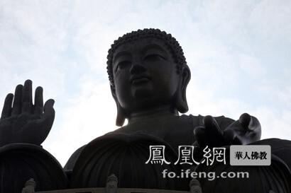 天坛大佛(图片来源:凤凰网佛教 摄影:丹珍旺姆)