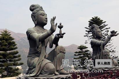 六天母献供(图片来源:凤凰网佛教 摄影:丹珍旺姆)