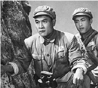 图12:《上甘岭》中八连连长张忠发和通信员杨德才