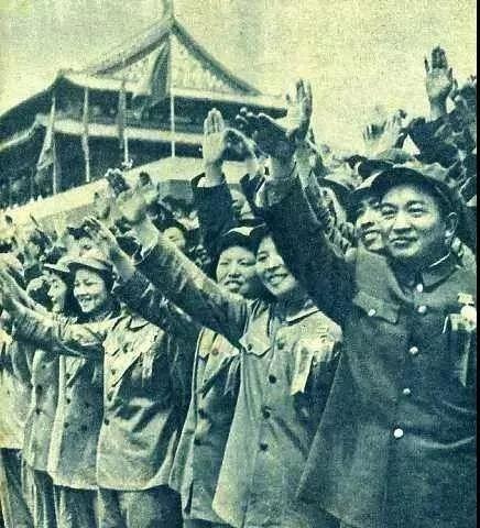 图8:参加1952年国庆观礼的志愿军英模代表,军服上都没有志愿军胸章