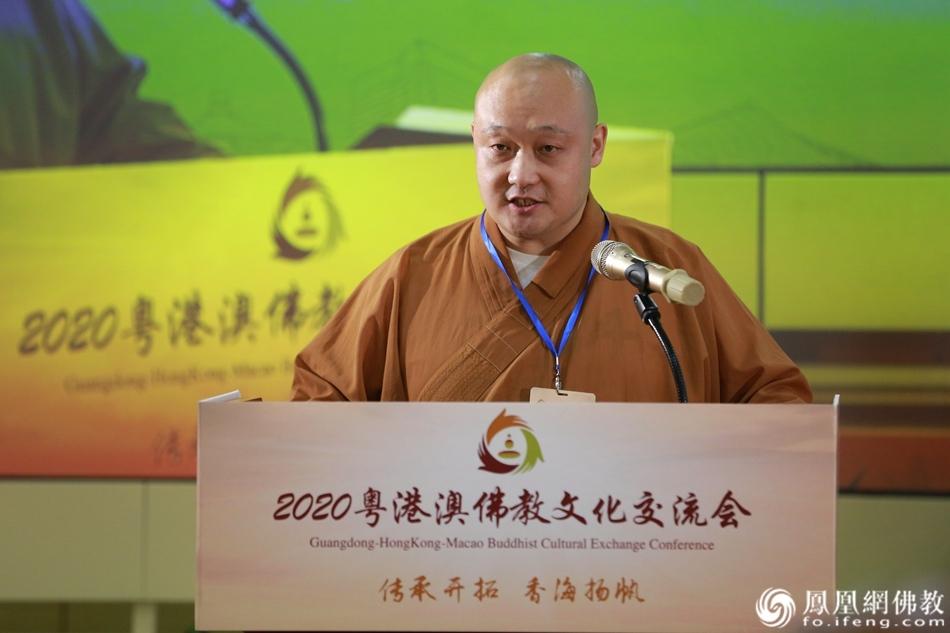 照琳法师代表留学硕博法师发言(图片来源:凤凰网佛教)
