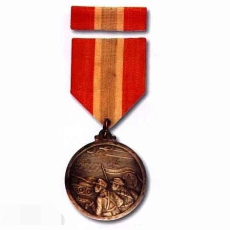 图16:朝鲜祖国解放纪念章