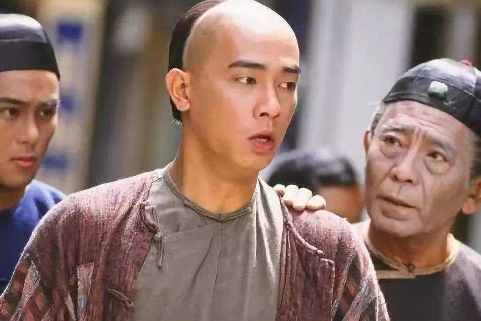 为何98版《鹿鼎记》韦小宝最受欢迎?看过陈小春的人生你就懂了