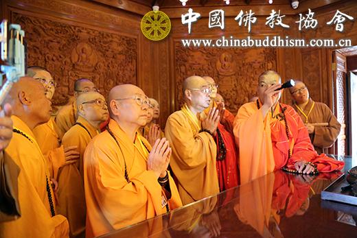 2018年6月,台湾中台禅寺住持见灯法师率代表团拜会中国佛教协会并参访北京雍和宫。(图片来源:中国佛教协会)