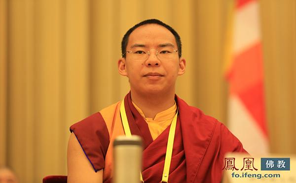 中国佛教协会副会长十一世班禅 额尔德尼·确吉杰布(图片来源:凤凰网佛教)