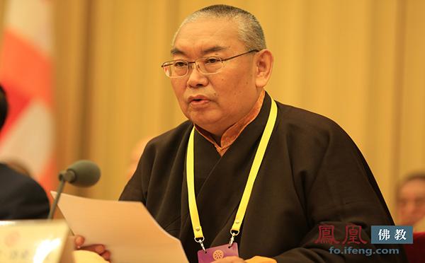 中国佛教协会副会长嘉木样·洛桑久美·图丹却吉尼玛仁波切(图片来源:凤凰网佛教)