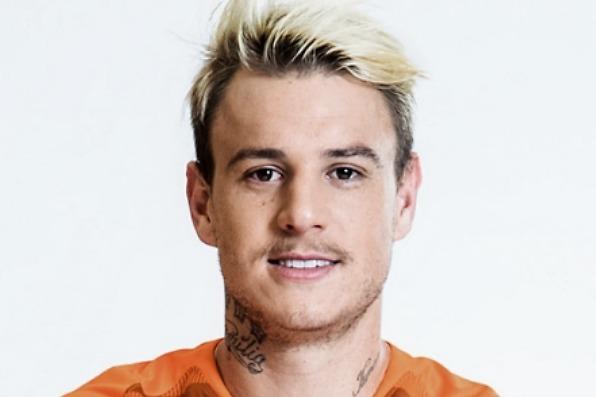 国足应该归化他!24岁巴西妖刀2场狂轰5球,得分能力是最高价值!