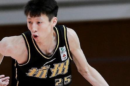 """31+2+8+2!赵岩昊""""库里式""""转身太惊艳,不愧是CBA周最佳球员"""