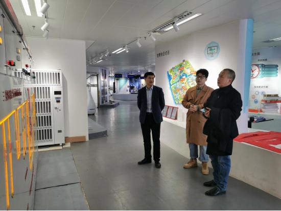 河南水利与环境职业学院工会主席魏义军参观河南省人工智能展览馆