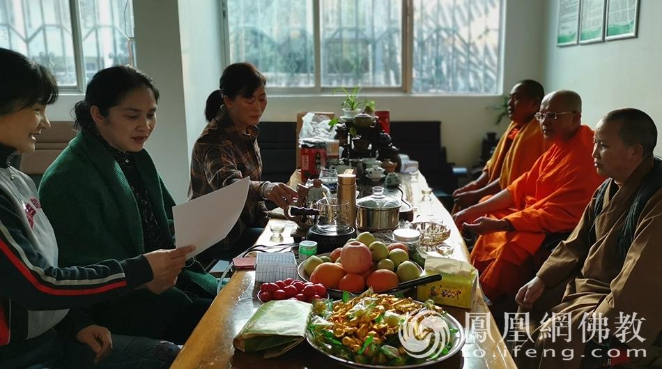 临沧市佛教协会会长祜巴提卡达希长老一行调研佛教活动场所(图片来源:凤凰网佛教 摄影:临沧市佛教协会)