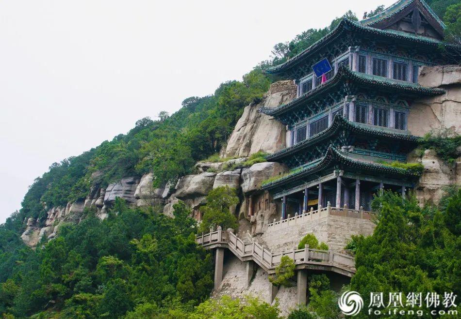 天龙山石窟外景(图片来源:凤凰网佛教)