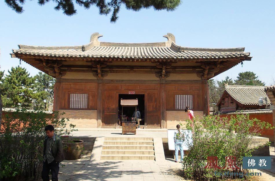 五台山南禅寺大佛殿,最古老的木结构建筑。(图片来源:凤凰网佛教)