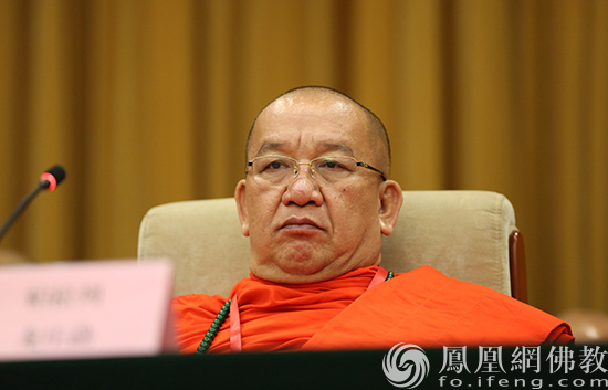 中国佛教协会副会长帕松列龙庄勐出席会议(图片来源:凤凰网佛教 摄影:李保华)