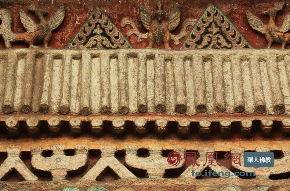 云冈石窟第九窟内装饰图案,雕刻有花卉、鸟兽等精细的装饰纹样(图片来源:凤凰网佛教 摄影:曹立君)