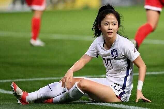 揭幕战!中国女足VS韩国:对手赛前训练照遭曝光,1女神疯狂抢镜