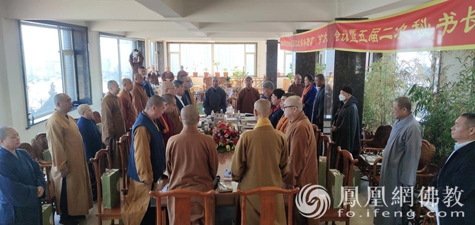 会议在庄严的国歌声中拉开序幕(图片来源:凤凰网佛教 摄影:吉林省佛教协会)