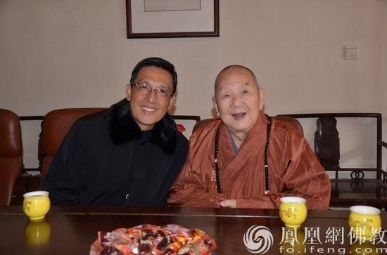 陈汉强与新成长老合影(图片来源:广州市海幢寺)