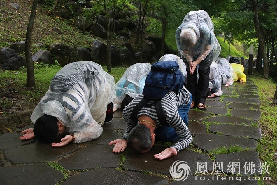 朝山(图片来源:凤凰网佛教 摄影:法鼓山)