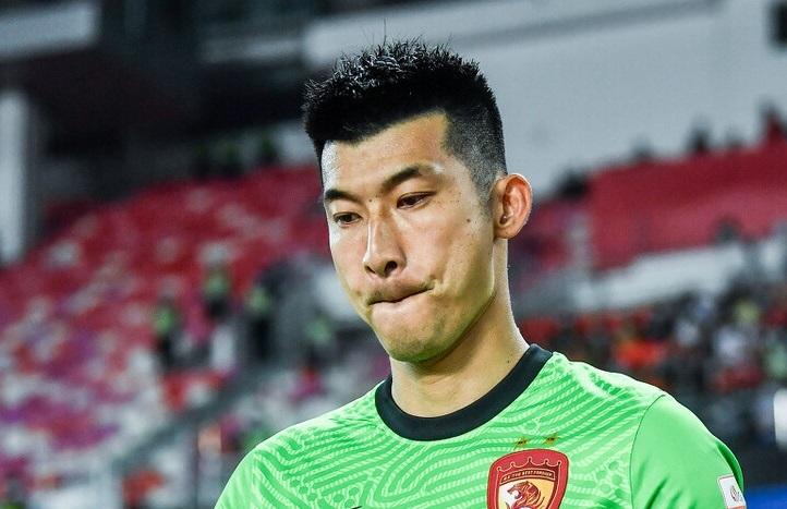 广州队与广州城战平,球迷揪出场上最大水货,直言他不配踢首发