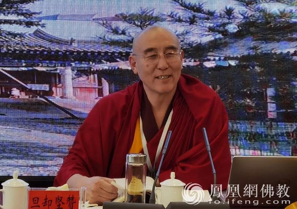 赤峰市佛教协会会长旦却坚赞发表了此次培训班的动员讲话,并提出严格要求,要求学员持戒严肃,认真学习。(图片来源:凤凰网佛教 摄影:赤峰康宁寺)