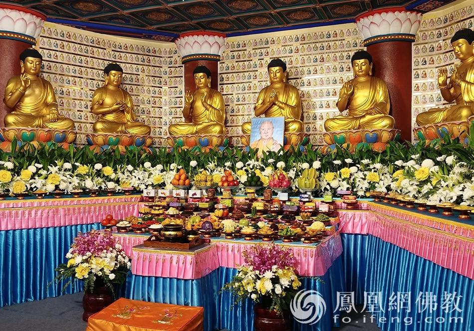 法会现场(图片来源:凤凰网佛教 摄影:香港西方寺)