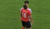 输球输人!韩球员故意撞倒黄博文 主裁判竟未掏牌