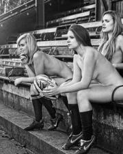女大学生全裸拍慈善年历