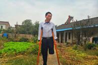 安徽一七旬退休教师义务撑起村里两学校 患重病仍坚持