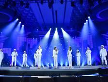 """第二组佳丽表演阿卡贝拉""""纯人声的无伴奏演唱"""""""
