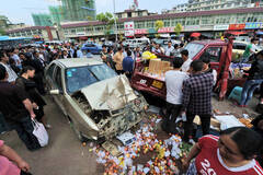 贵州:失控轿车冲市场致1死2伤