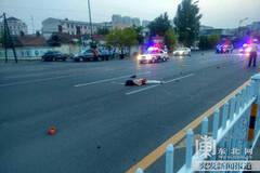 凌晨男女赤裸上身马路上吵架被撞双亡