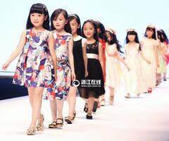 杭州时装周上的小模特