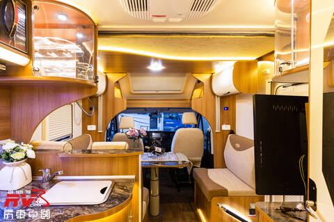 全新歐勝8AT小頂房車,高2.99米暢通無阻,後拓展空間寬敞!