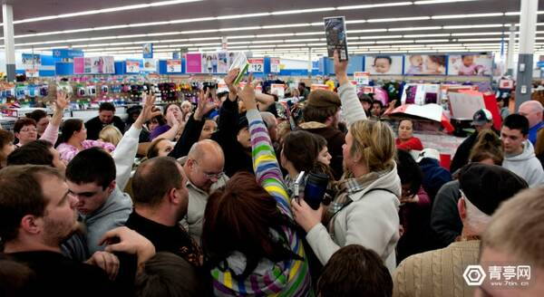 black-friday-shoppers1