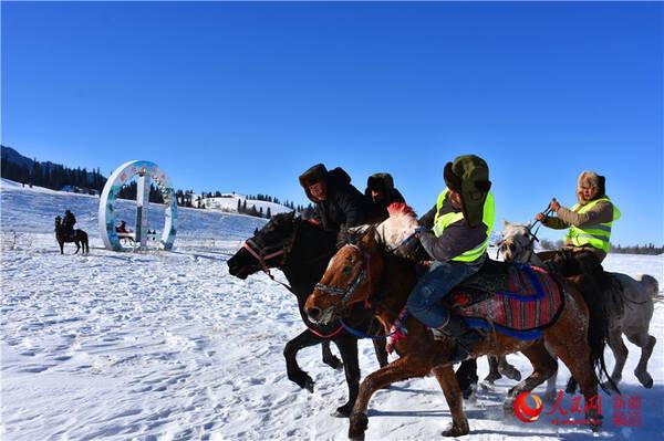 """新疆""""空中草原""""首次冬季开放"""